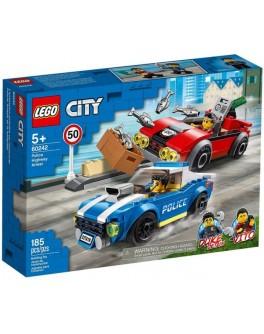 Конструктор LEGO City Поліцейський арешт на автостраді (60242)